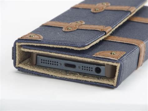 Trolley Case Full Cover for iPhone5: 旅行カバンをモチーフにした3つ折り